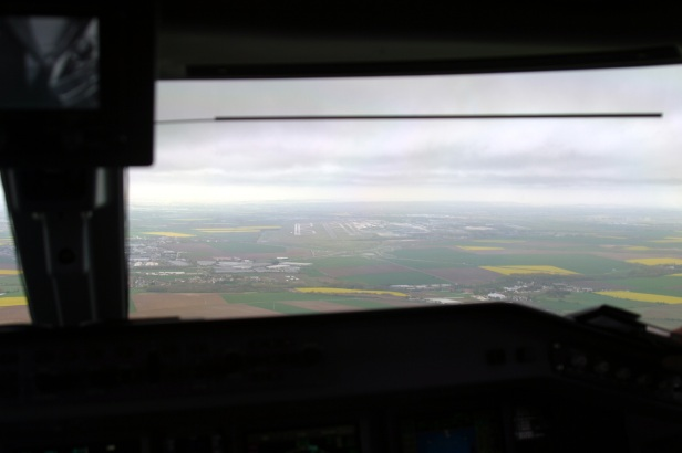 Final approach on CDG in the cockpit on thursday morning