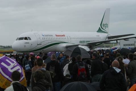 A320 EGTS de Safran en roulage sur le tarmac du Bourget