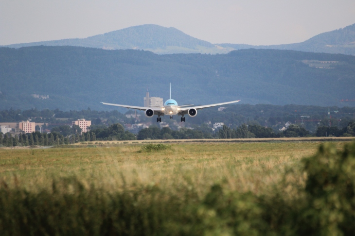 B 777F Korean Air en finale piste 33